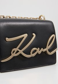 KARL LAGERFELD - SIGNATURE SMALL - Across body bag - black/gold-coloured - 6