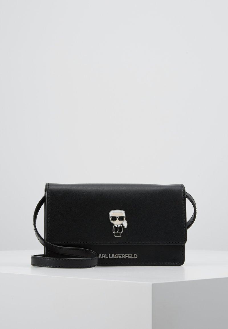 KARL LAGERFELD - IKONIK PIN  FLAT - Taška spříčným popruhem - black