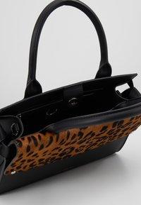 KARL LAGERFELD - IKON Leopard TOP HANDLE - Borsa a mano - black - 4