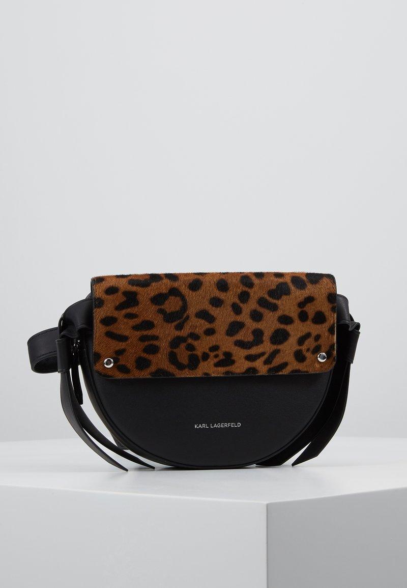 KARL LAGERFELD - Saszetka nerka - leopard