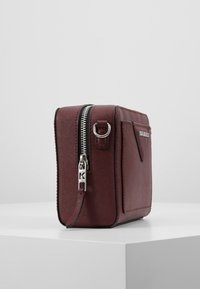 KARL LAGERFELD - KLASSIK CAMERA BAG - Olkalaukku - wine - 3