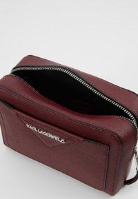 KARL LAGERFELD - KLASSIK CAMERA BAG - Olkalaukku - wine - 4