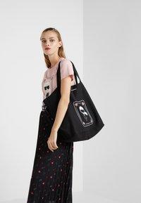 KARL LAGERFELD - SHOPPER - Shoppingveske - black - 1