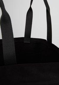 KARL LAGERFELD - GLITTER SHOPPER - Bolso shopping - black - 4