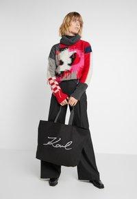 KARL LAGERFELD - GLITTER SHOPPER - Bolso shopping - black - 1