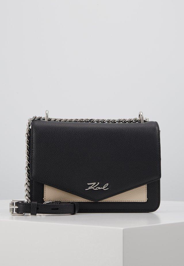 POCKET SHOULDER BAG - Umhängetasche - black