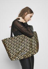 KARL LAGERFELD - Shoppingveske - bronze - 5