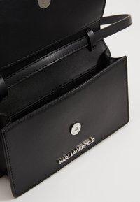 KARL LAGERFELD - IKONIK PIN WOC - Across body bag - black - 4