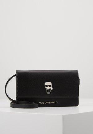 IKONIK PIN WOC - Across body bag - black
