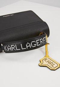 KARL LAGERFELD - K/PIXEL TOP HANDLE - Kabelka - black - 2