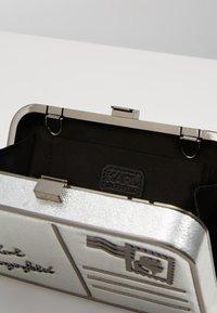 KARL LAGERFELD - POSTCARD MINAUDIERE - Pochette - silver - 5