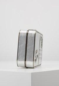 KARL LAGERFELD - POSTCARD MINAUDIERE - Pochette - silver - 4