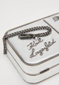 KARL LAGERFELD - POSTCARD MINAUDIERE - Pochette - silver - 2