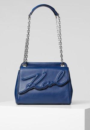 SIGNATURE SOFT - Handbag - washed navy