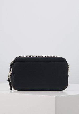 IKONIK PIN CAMERA BAG - Across body bag - black