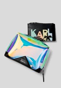 KARL LAGERFELD - KARLIFORNIA  - Trousse - a901 iridescent - 3