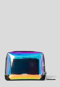 KARL LAGERFELD - KARLIFORNIA  - Trousse - a901 iridescent - 2