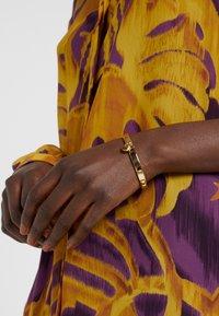 KARL LAGERFELD - CHOUPETTE LOCK HINGE BANGLE  - Bracelet - gold-coloured - 1