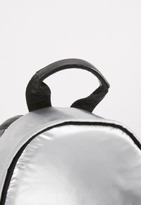 KARL LAGERFELD - BACKPACK - Sac à dos - silver - 6