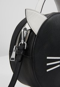 KARL LAGERFELD - SHOULDER BAG - Across body bag - black/white - 2
