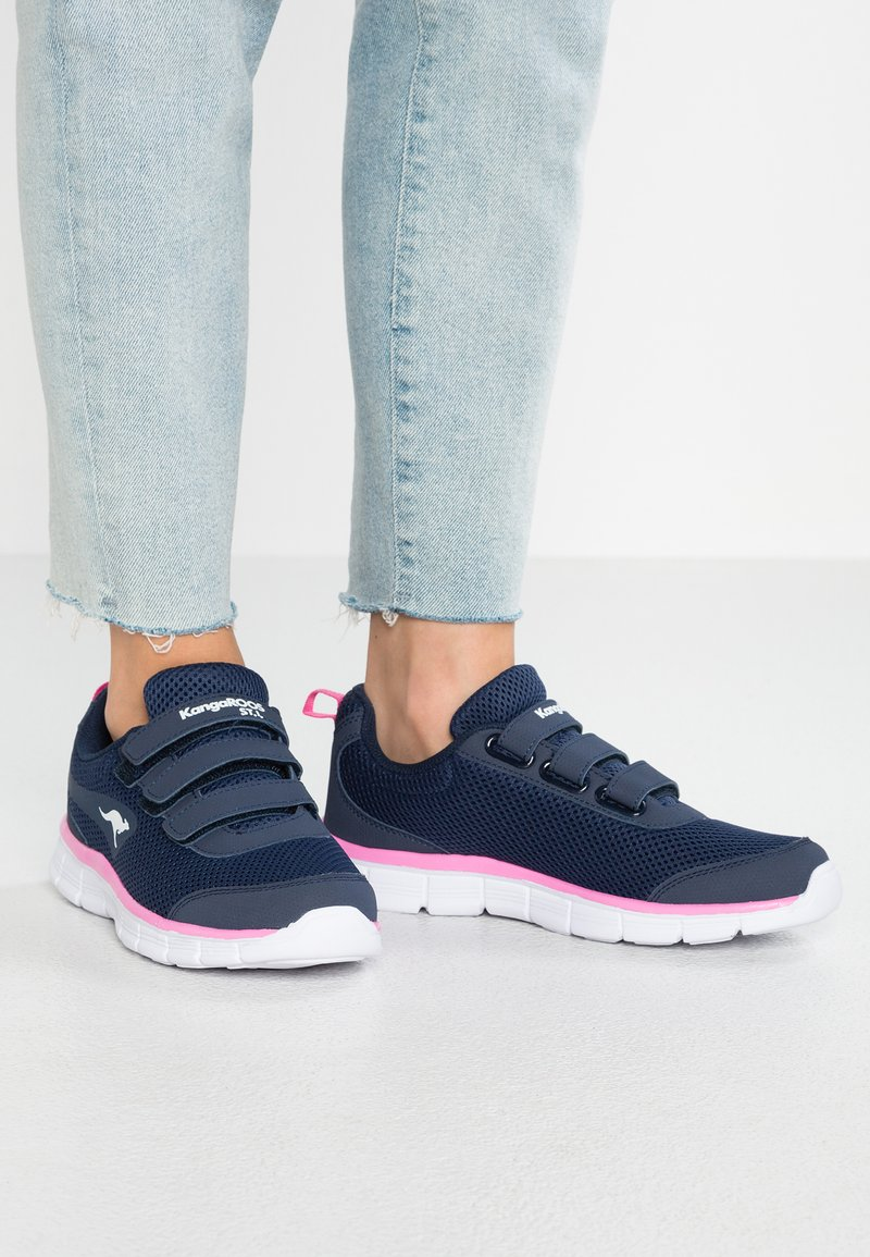 KangaROOS - K-RUN LIGHT - Sneakers laag - dark navy/daisy pink