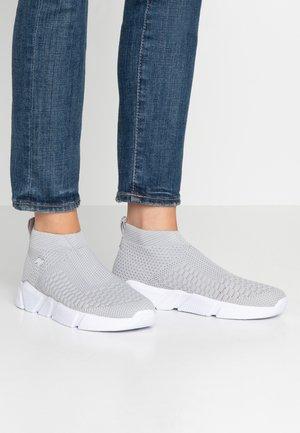 KERBO SLIP - Höga sneakers - vapor grey