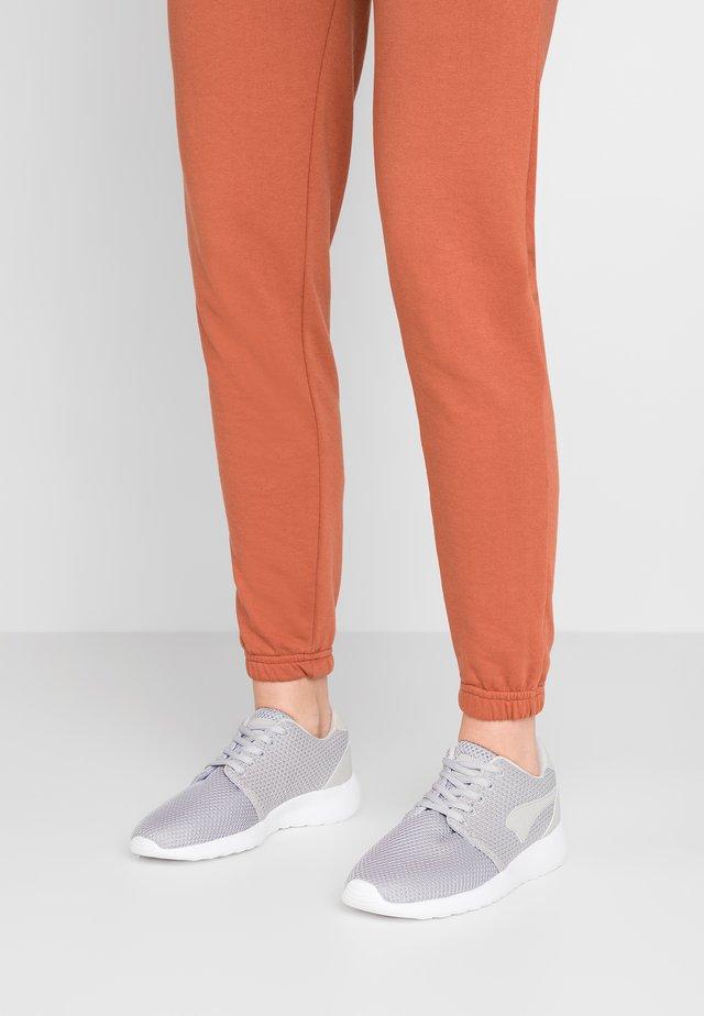 MUMPY - Sneaker low - vapor grey