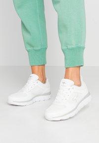 KangaROOS - KR-ECHO - Sneakersy niskie - white/silver - 0