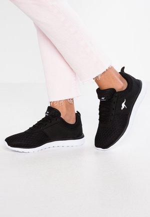 BUMPY - Sneakersy niskie - jet black