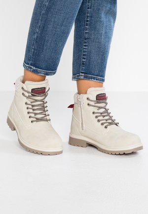 RIVETER - Kotníková obuv - offwhite