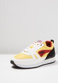KangaROOS - OMNIRACER - Baskets basses - white/neon yellow - 2