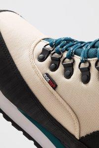 KangaROOS - WOODHOLLOW MTN - Šněrovací kotníkové boty - beige/blue - 5
