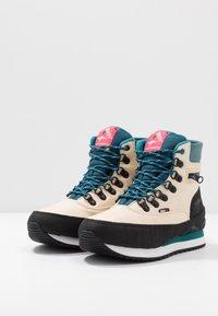 KangaROOS - WOODHOLLOW MTN - Šněrovací kotníkové boty - beige/blue - 2