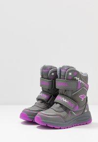 KangaROOS - K-PLUSH RTX - Zimní obuv - steel grey/purple - 3