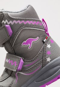 KangaROOS - K-PLUSH RTX - Zimní obuv - steel grey/purple - 2