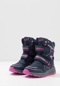 KangaROOS - K-PLUSH RTX - Zimní obuv - dark navy/daisy pink - 3