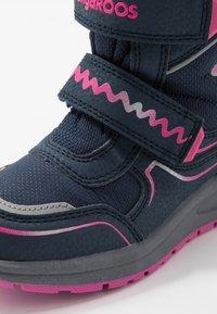 KangaROOS - K-PLUSH RTX - Zimní obuv - dark navy/daisy pink - 2