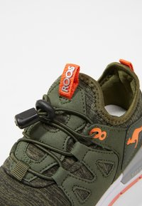 Rooskickx - ROOSKICKX ROOKI SL - Baskets basses - olive/orange - 2