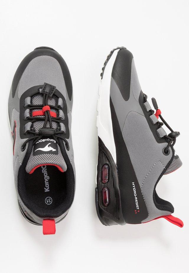 KX-HYDRO - Sneaker low - jet black/fiery red