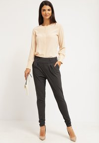 Kaffe - JILLIAN PANTS - Broek - dark grey melange - 1