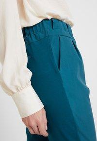 Kaffe - JILLIAN PANTS - Broek - moroccan blue - 4