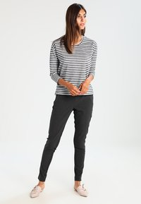 Kaffe - JILLIAN VILJA - Trousers - dark grey melange - 2