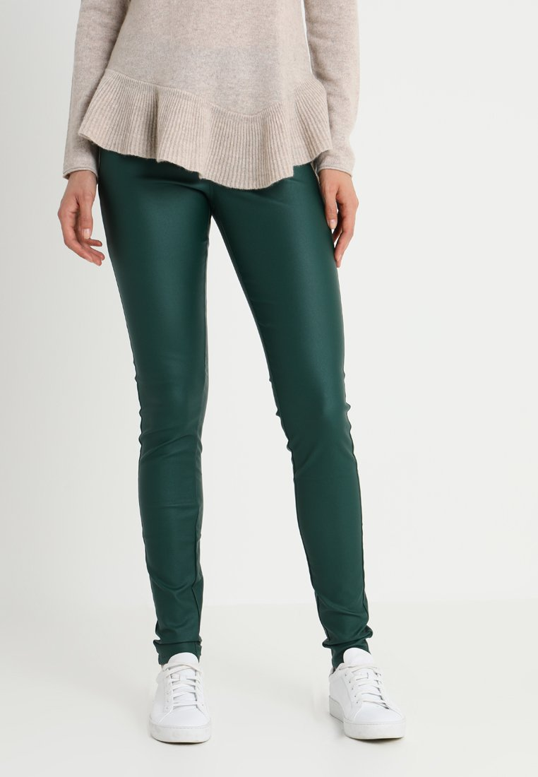 Kaffe - ADA COATED - Jeggings - rain forest