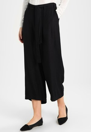 NOUR LINE CROPPED PANTS - Pantaloni - black deep