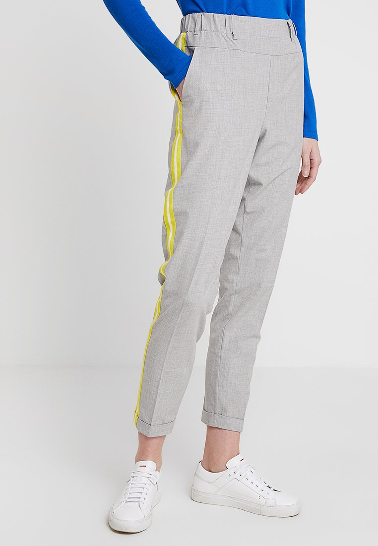 Kaffe - KASINNE NANCI PANTS - Chino - light grey melange