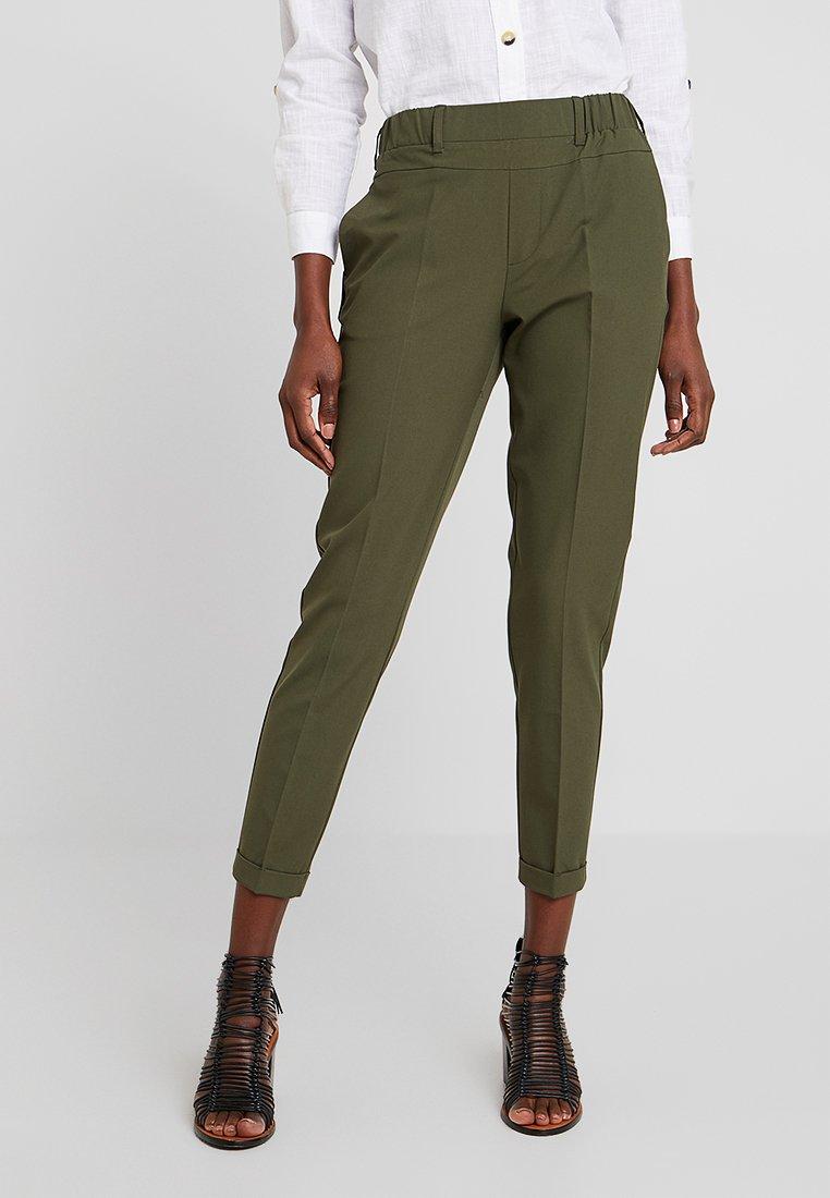 Kaffe - NANCI JILLIAN 7/8 PANTS - Trousers - grape leaf