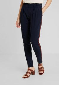 Kaffe - LYNNE JILLIAN PANTS - Bukse - midnight marine - 0