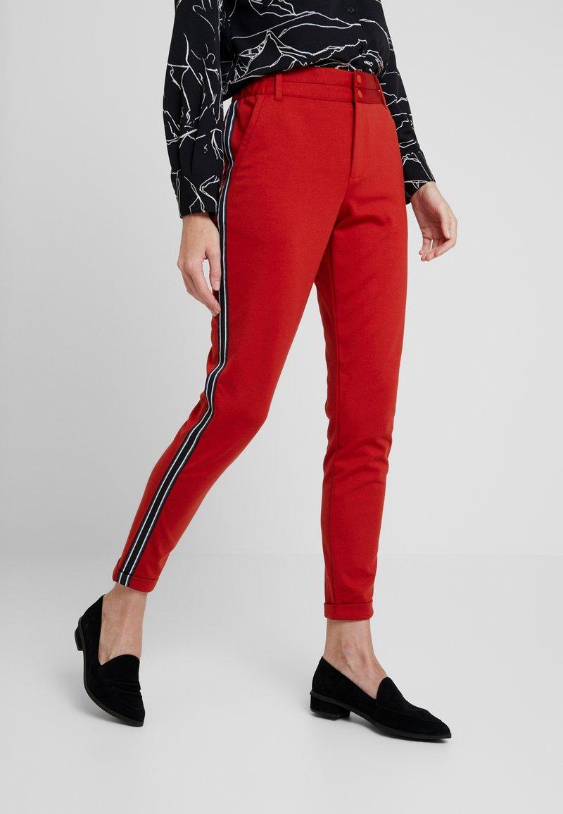 Kaffe - KINNIE PANTS - Pantalones deportivos - ketchup