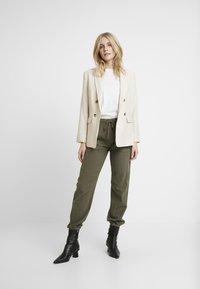 Kaffe - KAZAYNA PANTS - Pantalones - grape leaf - 1