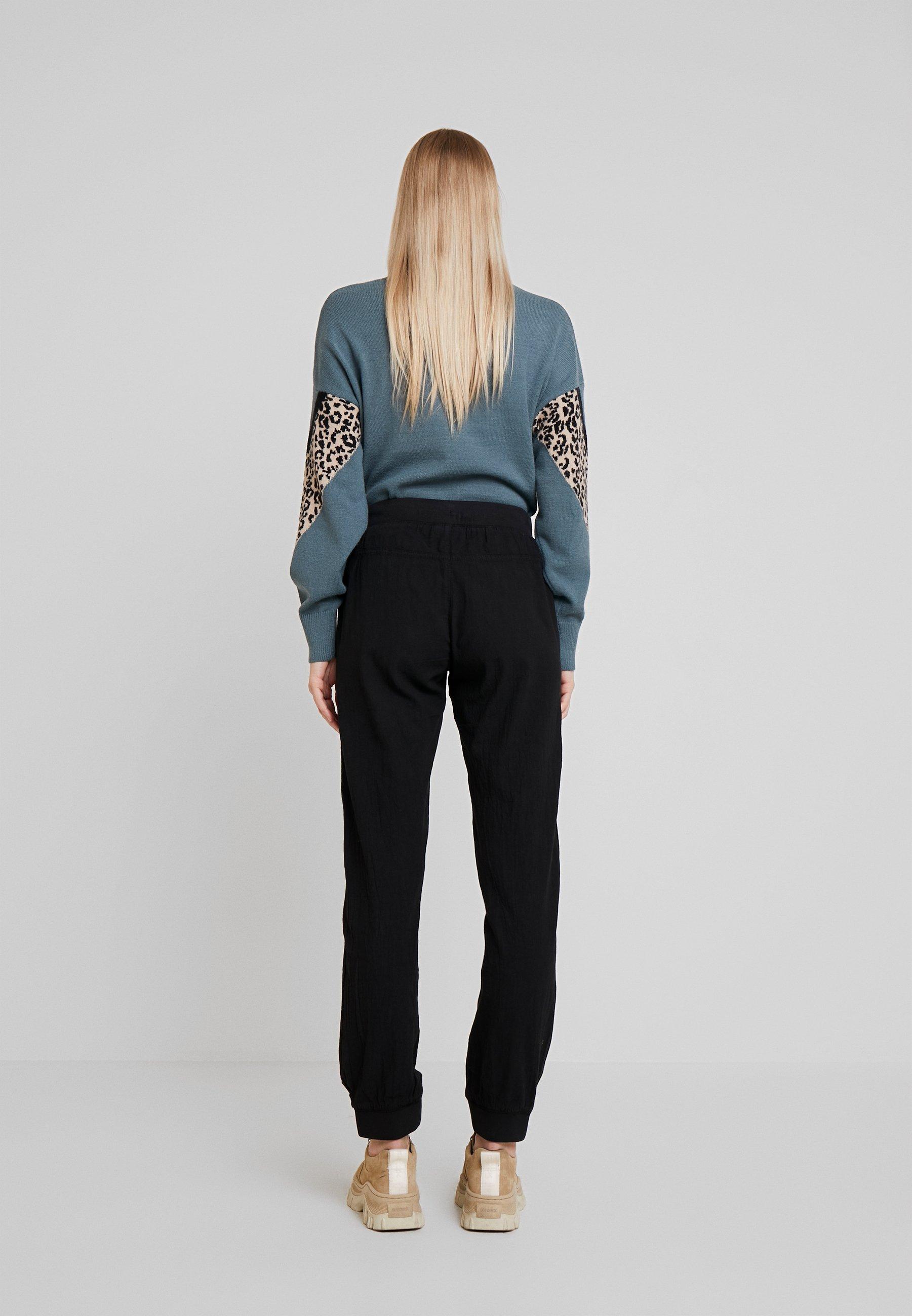 Kaffe KAZAYNA PANTS - Spodnie materiałowe - black deep